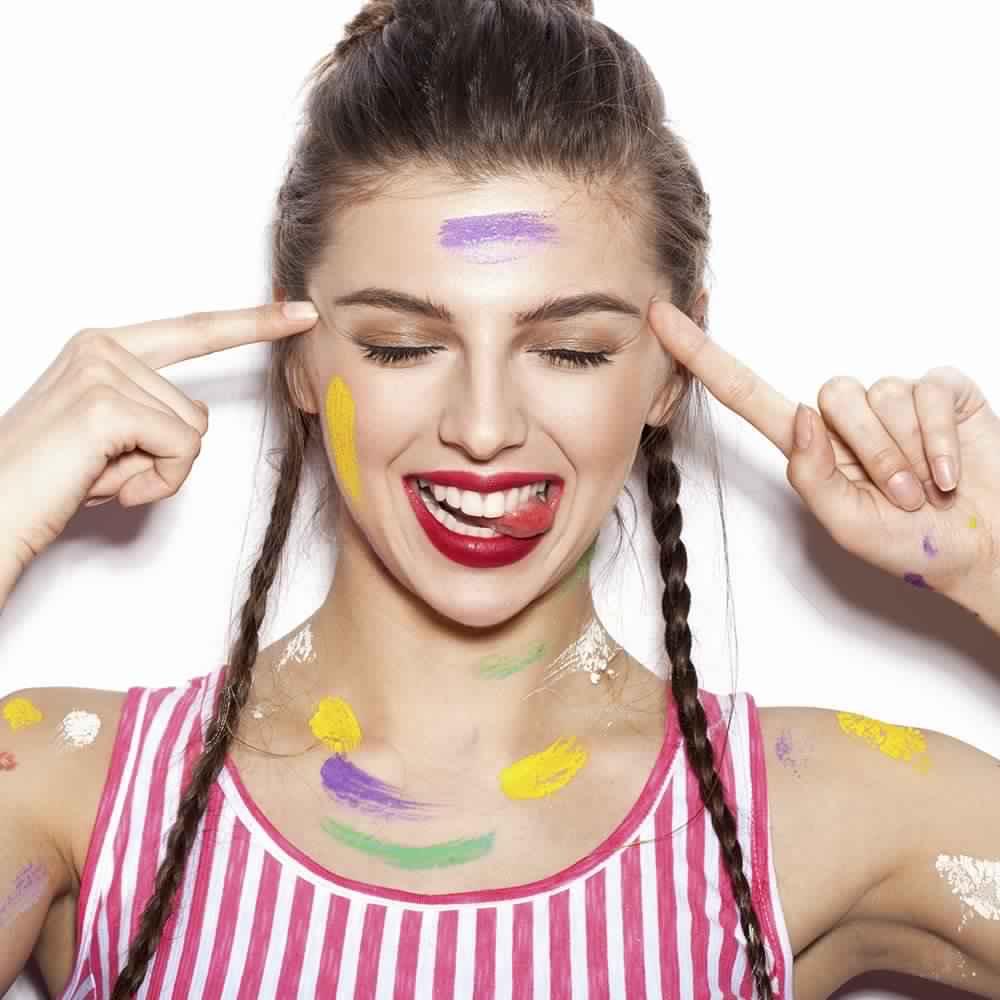source@http://www.magazine-avantages.fr/,quel-maquillage-pour-quelles-couleur-d-yeux,178845.asp